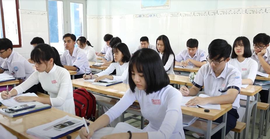 """Học sinh lớp 12 bắt đầu """"tăng tốc"""" trước kỳ thi tốt nghiệp THPT - Ảnh 1."""