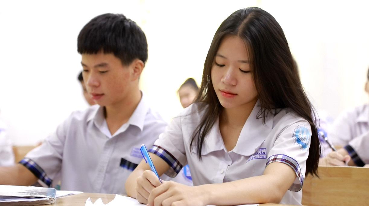 """Học sinh lớp 12 bắt đầu """"tăng tốc"""" trước kỳ thi tốt nghiệp THPT - Ảnh 2."""