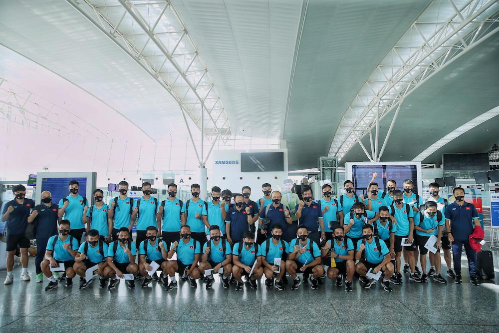 HLV Park Hang-seo cùng các học trò bay thẳng tới UAE trên chuyên cơ Bamboo Airways dự vòng loại World Cup 2022 - Ảnh 4.