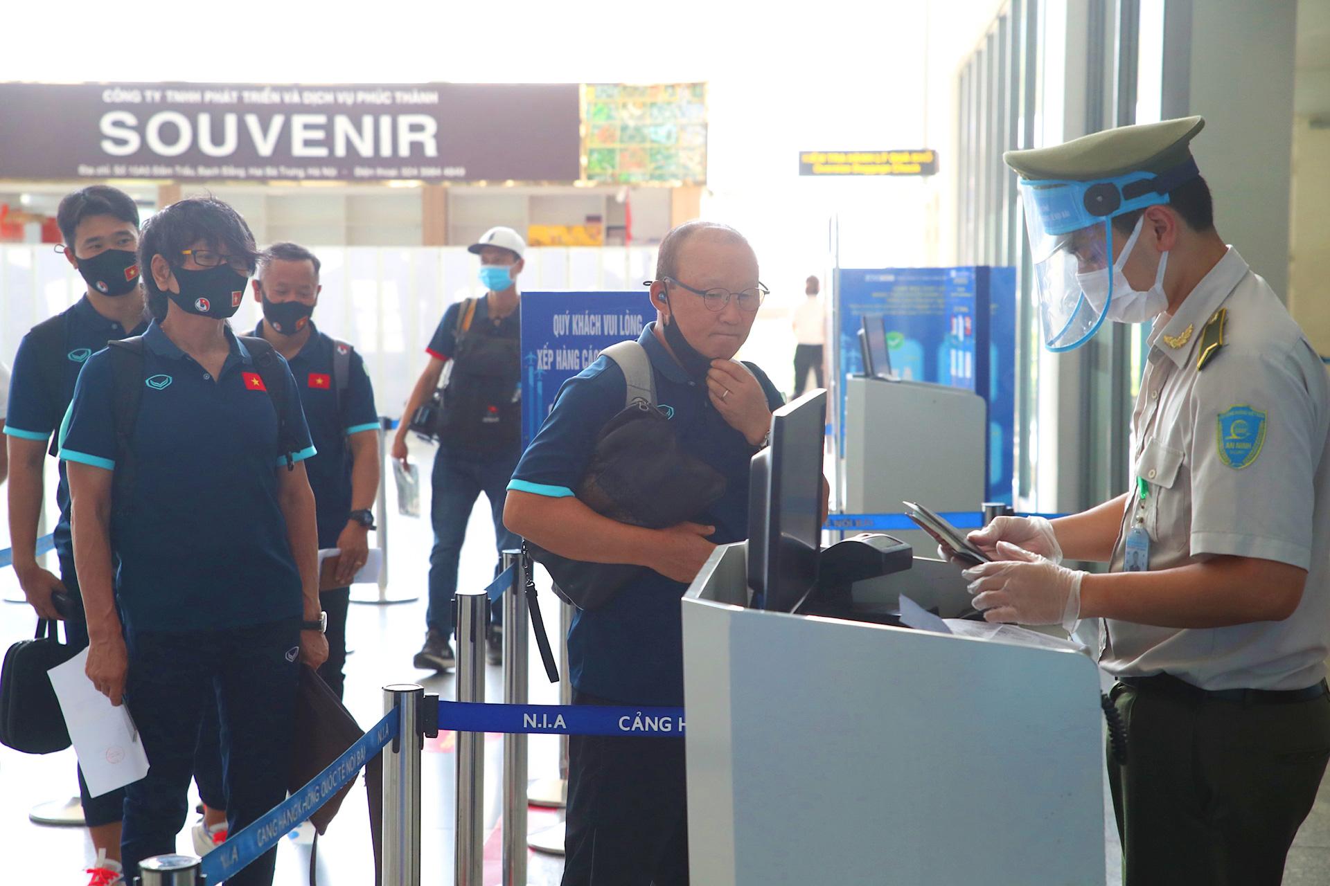 HLV Park Hang-seo cùng các học trò bay thẳng tới UAE trên chuyên cơ Bamboo Airways dự vòng loại World Cup 2022 - Ảnh 5.