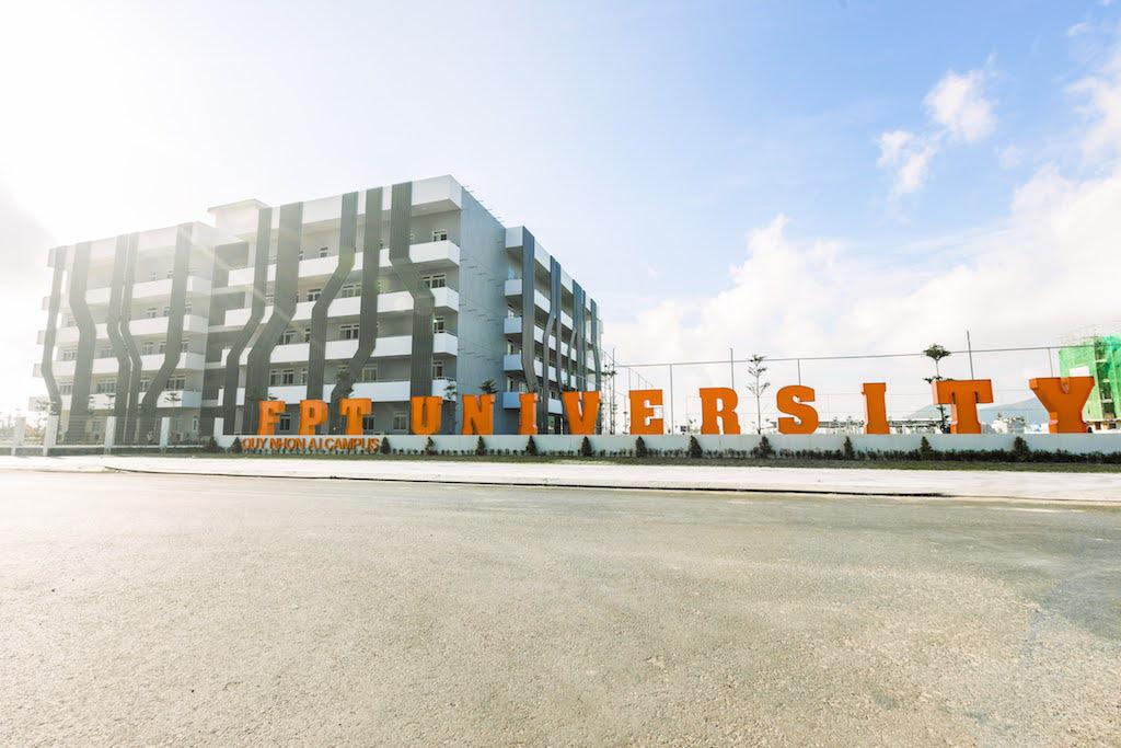 Quy Nhơn không chỉ có biển xanh, cát trắng, nắng vàng mà còn có campus thích mê cho sinh viên học AI - Ảnh 1.