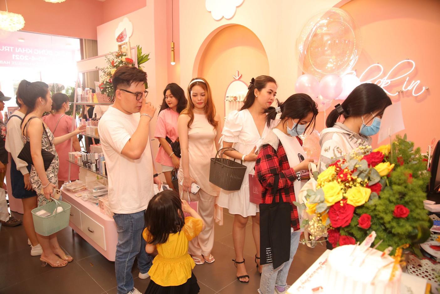Chuỗi cửa hàng mỹ phẩm mini size HA Beauty khai trương đồng loạt tại Nha Trang và Cao Lãnh - Ảnh 4.