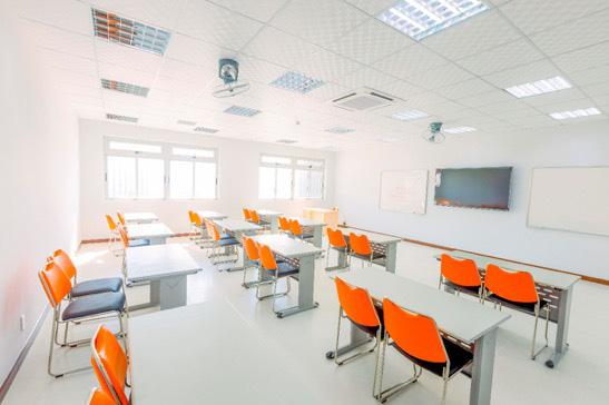 Quy Nhơn không chỉ có biển xanh, cát trắng, nắng vàng mà còn có campus thích mê cho sinh viên học AI - Ảnh 4.
