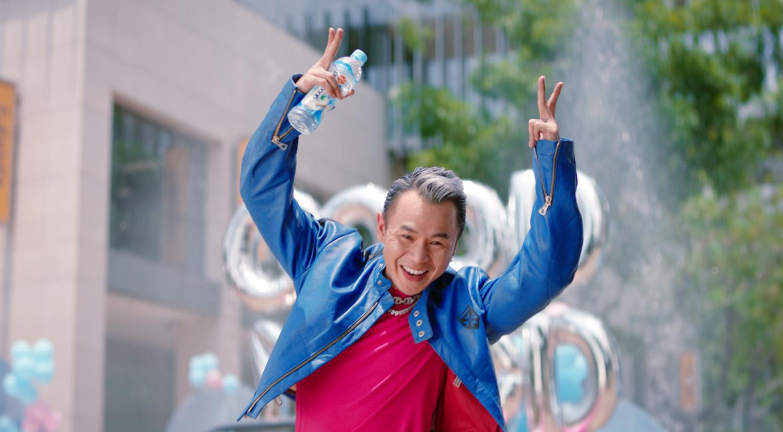 Ờ mây zing chưa, thánh tạo trend Binz nay lại tung thêm vũ điệu cực mood trong MV mới - Ảnh 2.