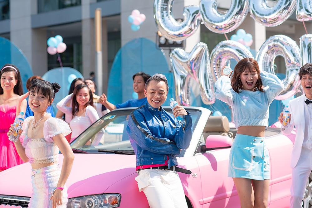 Ờ mây zing chưa, thánh tạo trend Binz nay lại tung thêm vũ điệu cực mood trong MV mới - Ảnh 3.