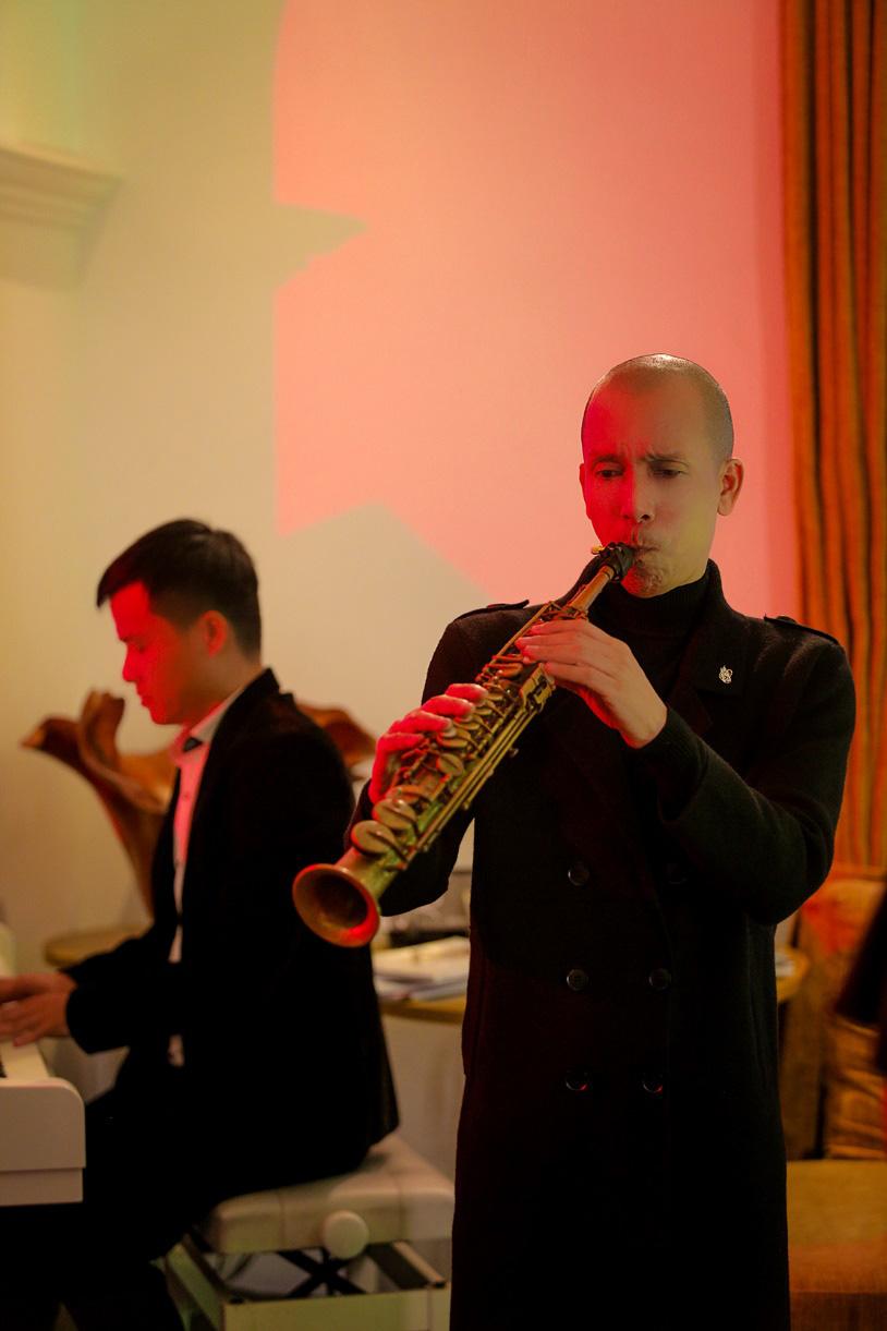 Đầu tư MV đậm chất điện ảnh, Minh Tâm Bùi gây thương nhớ với bản hòa tấu saxophone Hoa nở không màu - Ảnh 6.