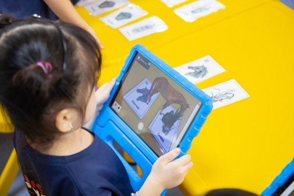 Mùa hè bổ ích với chương trình học tiếng Anh tích hợp công nghệ 4.0 toàn diện tại American Learning Lab - Ảnh 2.