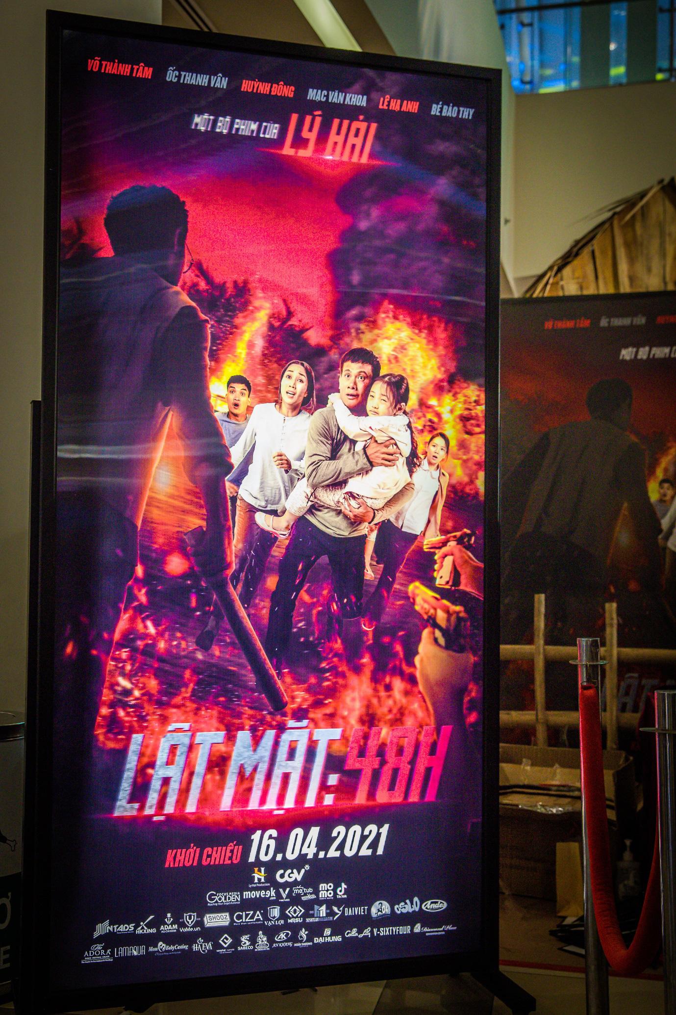 """Lý Hải: """"Lật mặt lần đầu tiên áp dụng poster tranh 3D tại Việt Nam"""" - Ảnh 1."""