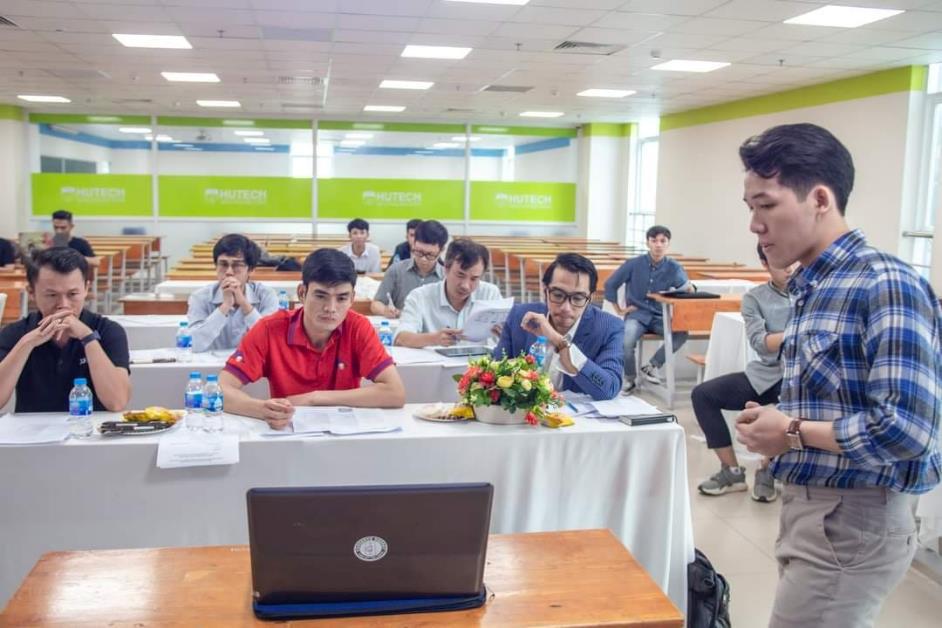 """Học theo dự án, trải nghiệm doanh nghiệp: """"Bí kíp"""" để sinh viên Công nghệ thông tin HUTECH đón đầu nhu cầu tuyển dụng - Ảnh 1."""