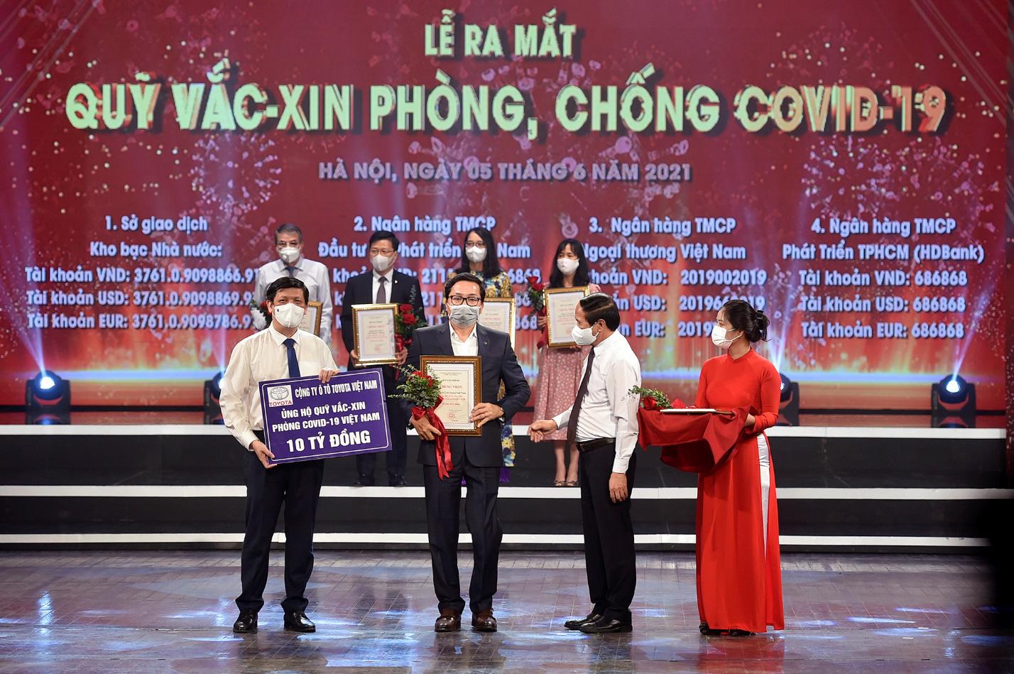 Toyota Việt Nam đồng hành cùng Việt Nam ủng hộ 10 tỷ đồng cho Quỹ Vắc-xin phòng Covid-19 - Ảnh 1.