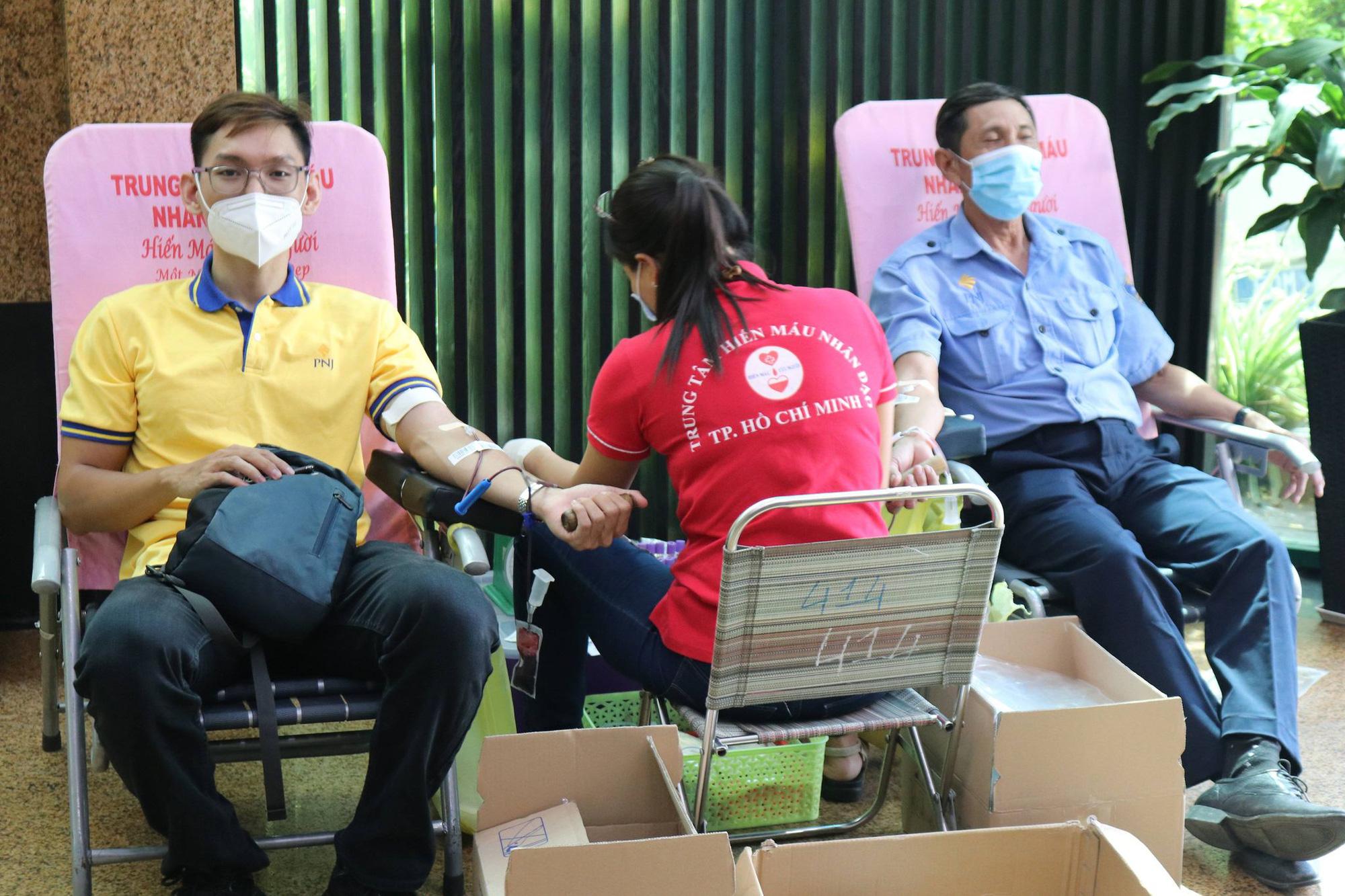 PNJ tổ chức hiến máu nhân đạo, bổ sung nguồn máu dự trữ đang cạn kiệt của TP.HCM - Ảnh 2.