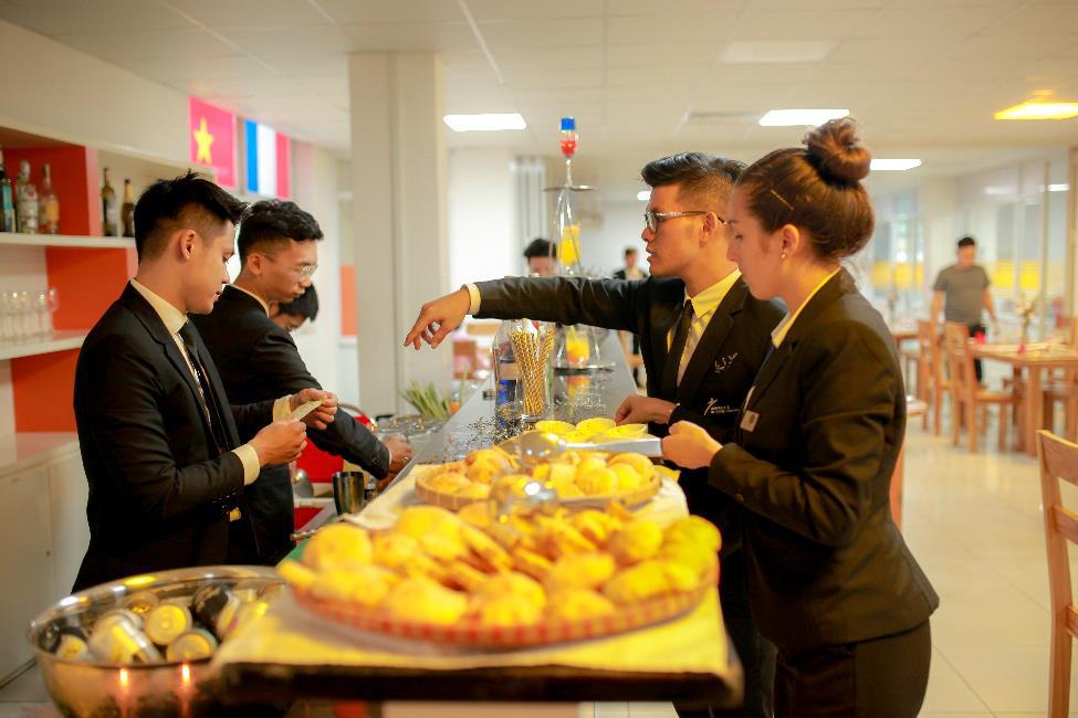 """""""Du học Pháp"""" chuẩn mực với chương trình Cử nhân Nhà hàng - Khách sạn ĐH CY Cergy Paris ngay tại Việt Nam - Ảnh 2."""