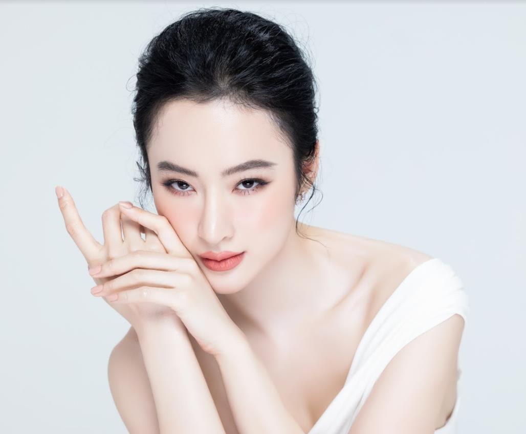 Comeback sau thời gian dài ở ẩn, Angela Phương Trinh ghi điểm với làn da trắng nõn chuẩn thần tiên tỷ tỷ - Ảnh 1.