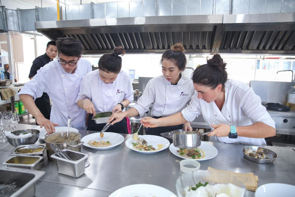 """""""Du học Pháp"""" chuẩn mực với chương trình Cử nhân Nhà hàng - Khách sạn ĐH CY Cergy Paris ngay tại Việt Nam - Ảnh 3."""