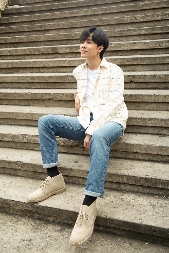 Anh Tú, Khánh Vy đồng hành cùng Desert Boot - đôi giày không tuổi của thương hiệu Clarks - Ảnh 1.