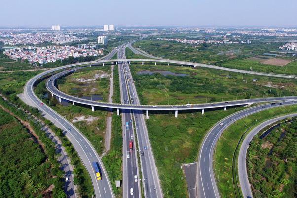 Cầu đường trên cao ở một bên đầu cầu Thanh Trì để dẫn xe chuyển giữa đường vành đai 3 và cao tốc Hà Nội – Hải Phòng