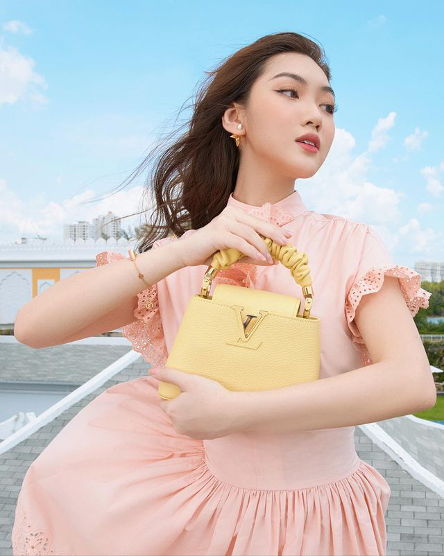 Chloe Nguyễn xem show Louis Vuitton tại nhà theo cách độc nhất vô nhị khiến ai cũng phải thốt lên: Đỉnh quá chị ơi! - Ảnh 1.