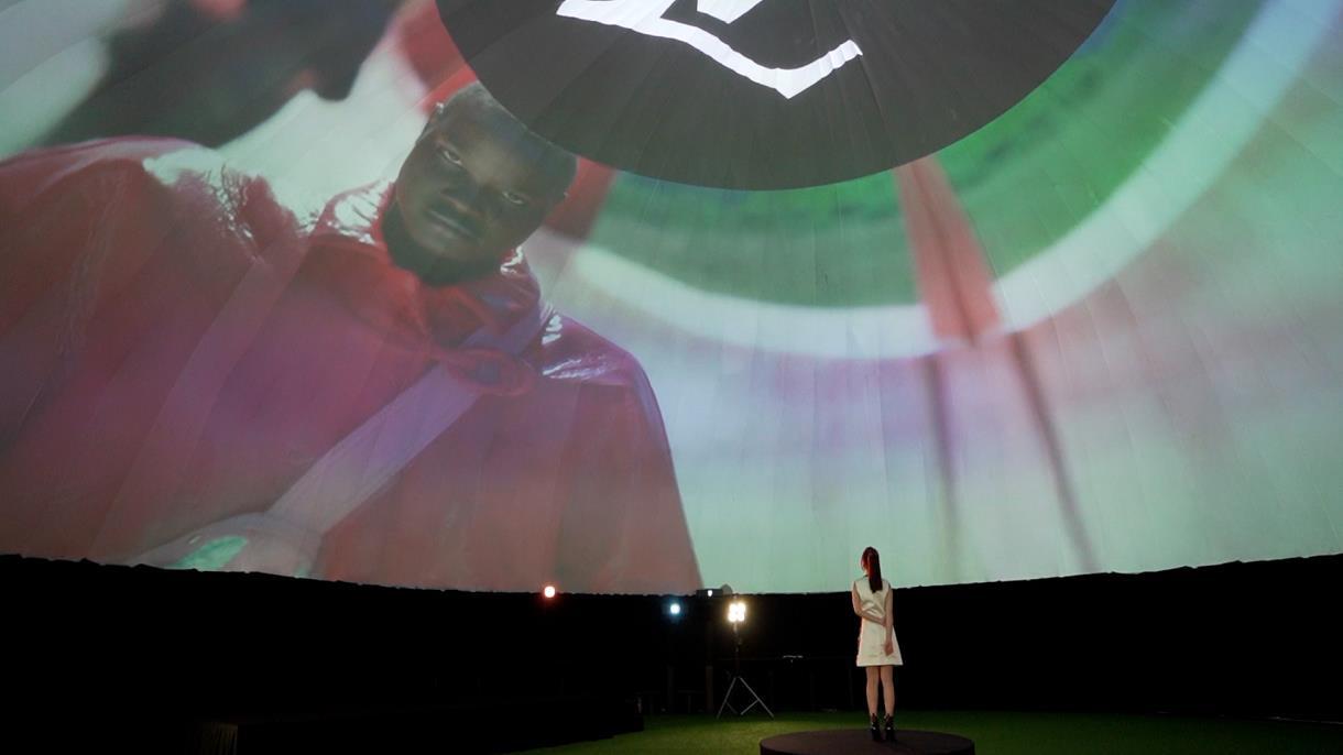 Chloe Nguyễn xem show Louis Vuitton tại nhà theo cách độc nhất vô nhị khiến ai cũng phải thốt lên: Đỉnh quá chị ơi! - Ảnh 4.