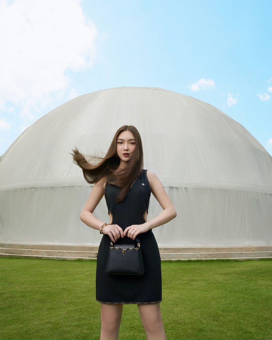 Chloe Nguyễn xem show Louis Vuitton tại nhà theo cách độc nhất vô nhị khiến ai cũng phải thốt lên: Đỉnh quá chị ơi! - Ảnh 6.