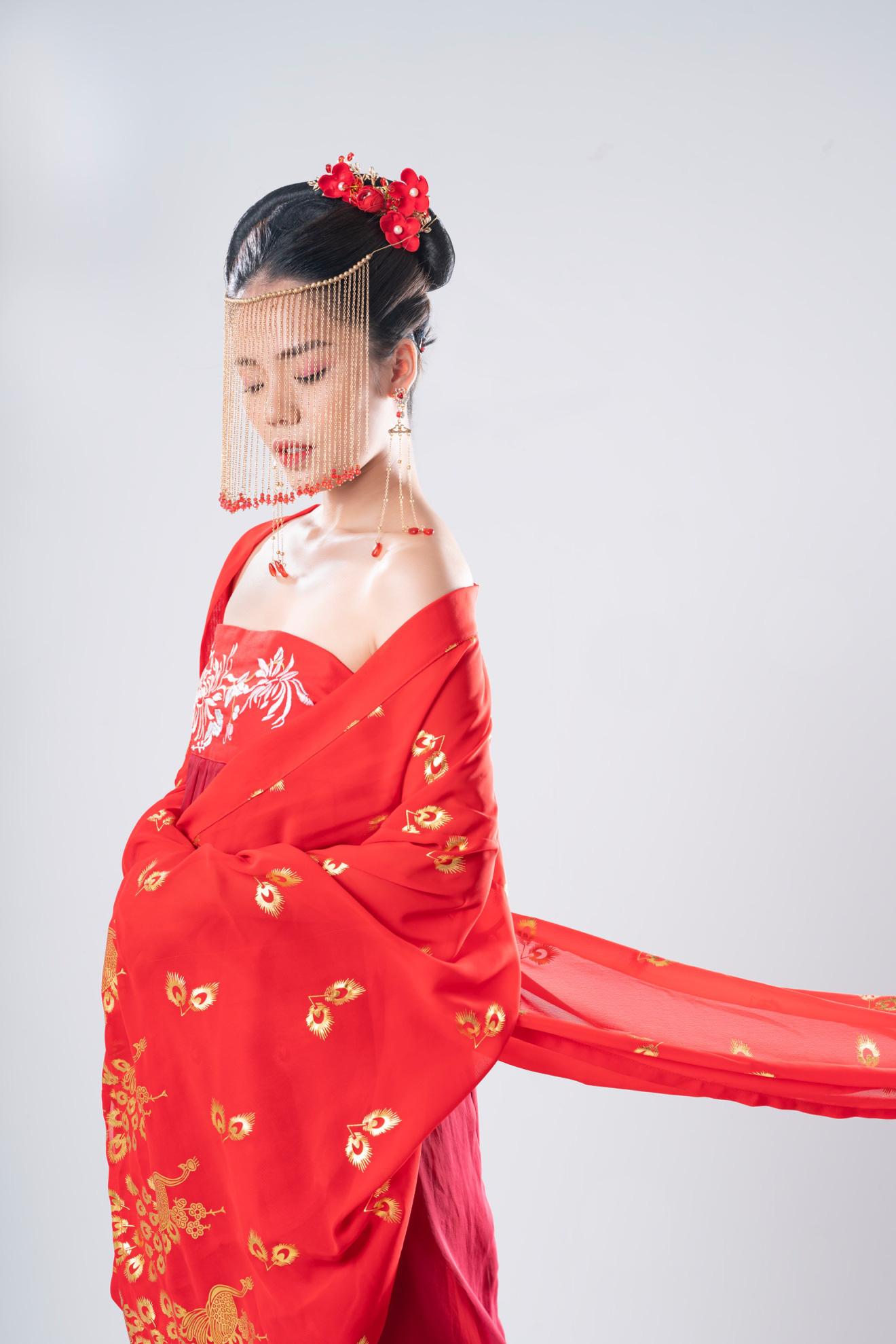Hương Ly mang thông điệp trân trọng tình yêu hiện tại vào MV cổ trang đầu tay - Ảnh 4.