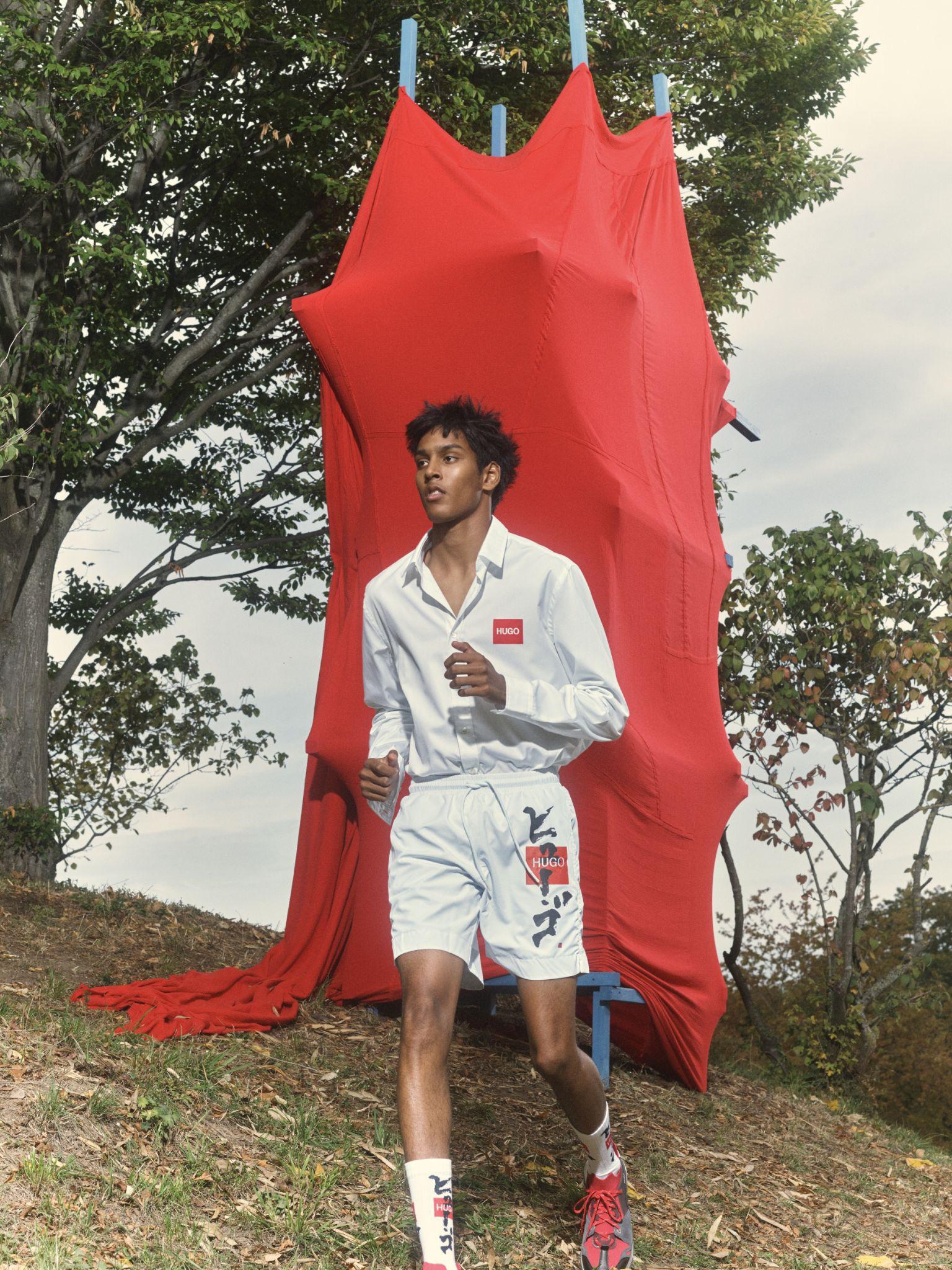 """HUGO cổ vũ văn hóa phản kháng của người trẻ bằng BST Xuân - Hè 2021 """"Neon Tigers"""" - Ảnh 1."""