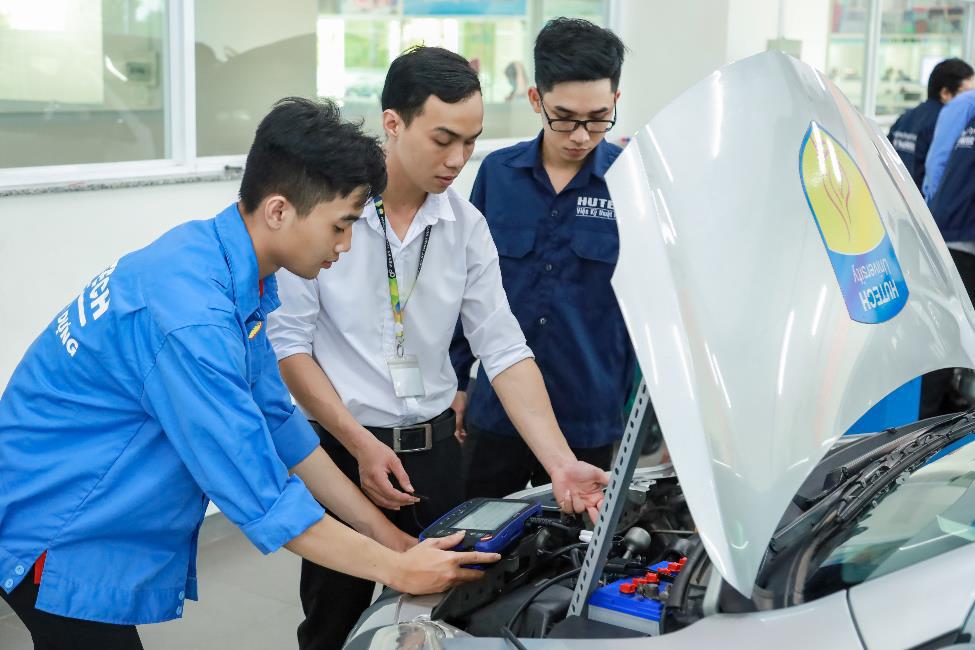 """""""Bí kíp"""" học ngành Công nghệ kỹ thuật ô tô: Bản lĩnh hơn từ hệ thống thực hành chuyên nghiệp - Ảnh 1."""