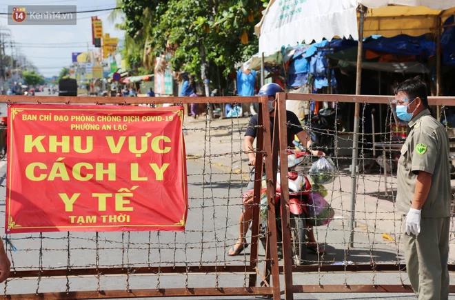 """Nhìn lại 1 tháng """"căng não"""" của người Sài Gòn: Khi những lời cảm ơn trở thành động lực để cả thành phố cùng nhau bước qua dịch bệnh - Ảnh 1."""