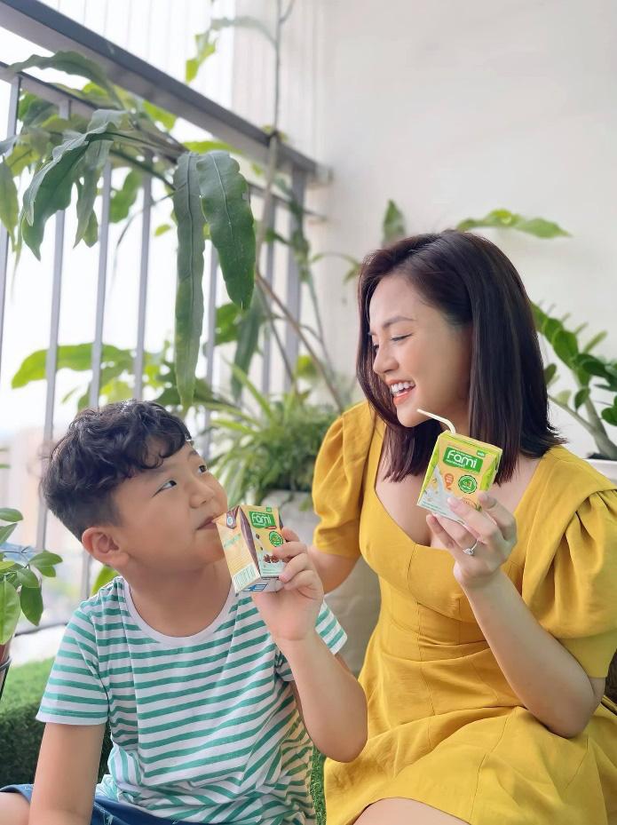 """Có gì trong hộp quà cực chất mà nhiều sao Việt đang rầm rộ """"review""""? - Ảnh 3."""
