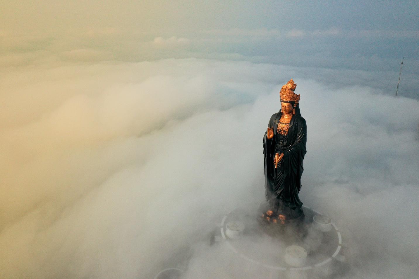 Bạn đã lầm nếu nghĩ núi Bà Đen chỉ có chóp tháp 986m, ẩn giữa mây trắng là một miền tiên cảnh linh thiêng tuyệt mỹ và những món ăn cực chất - Ảnh 4.