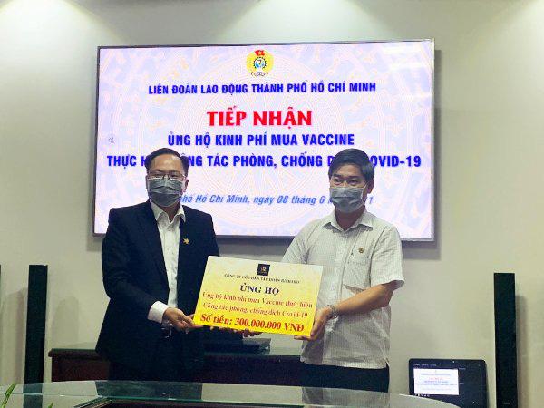 Richard Group trao 300 triệu đồng đóng góp vào Quỹ vaccine Covid-19 - Ảnh 1.