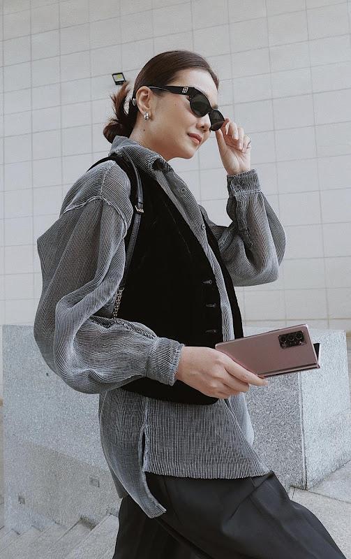 Lý giải nguyên nhân Galaxy Z Fold2 luôn là phụ kiện không thể thiếu của giới fashionista - ảnh 3