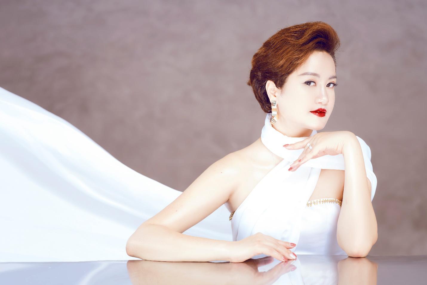 Nữ CEO đưa Hòa Bình Group trở thành tập đoàn mỹ phẩm và TPBVSK uy tín - Ảnh 1.