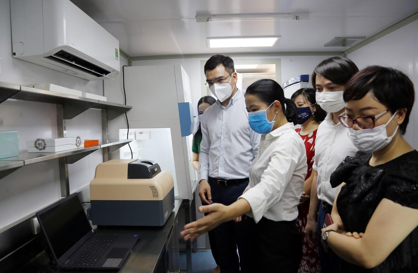 """Chung tay chống dịch, VPBank đưa 4 container xét nghiệm Covid-19 vào """"tâm dịch"""" phía Nam - Ảnh 1."""