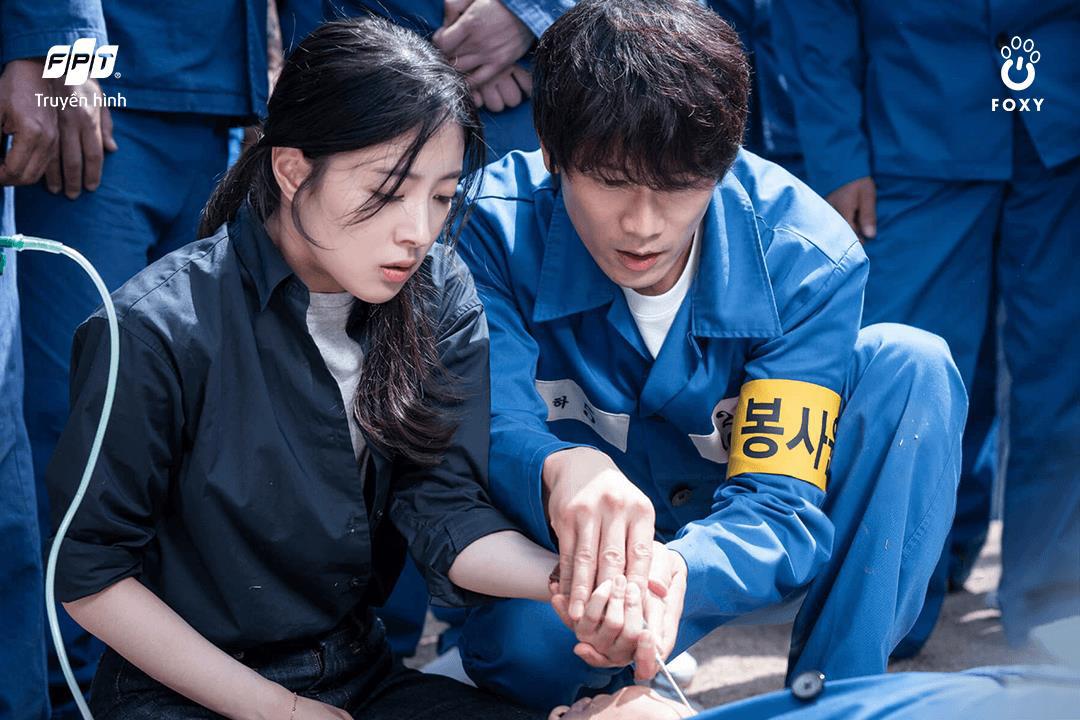 Từ nữ sinh điệu đà đến thẩm phán trưởng hai mặt: 3 vai diễn đỉnh của chóp từ ông hoàng diễn xuất Ji Sung - Ảnh 3.