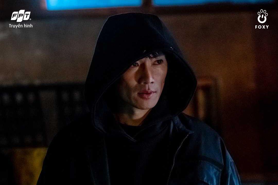 Từ nữ sinh điệu đà đến thẩm phán trưởng hai mặt: 3 vai diễn đỉnh của chóp từ ông hoàng diễn xuất Ji Sung - Ảnh 5.
