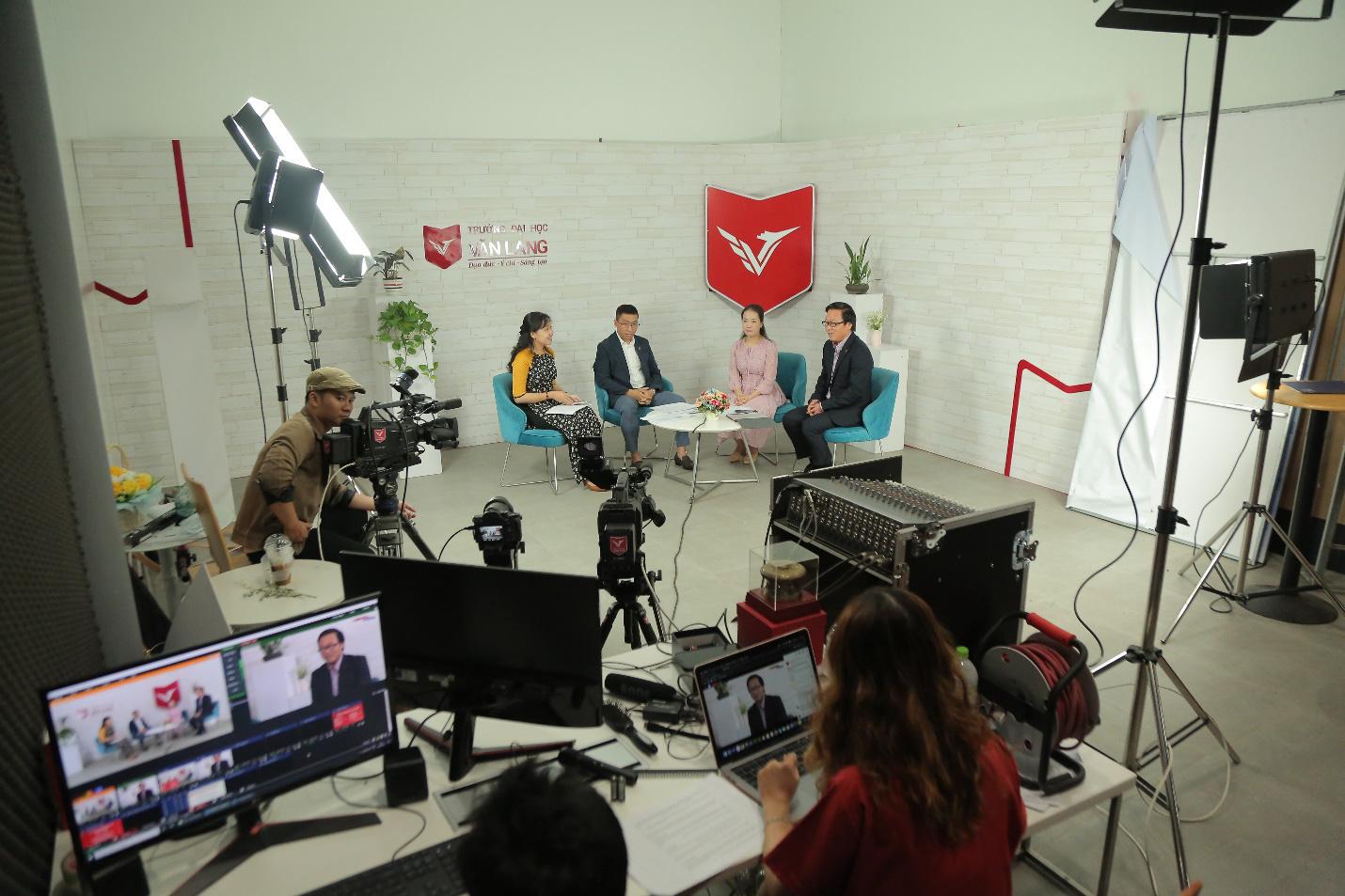 Truyền thông đa phương tiện: Thêm lựa chọn cho thí sinh thích nhóm ngành PR - Truyền thông tại Đại học Văn Lang - Ảnh 2.