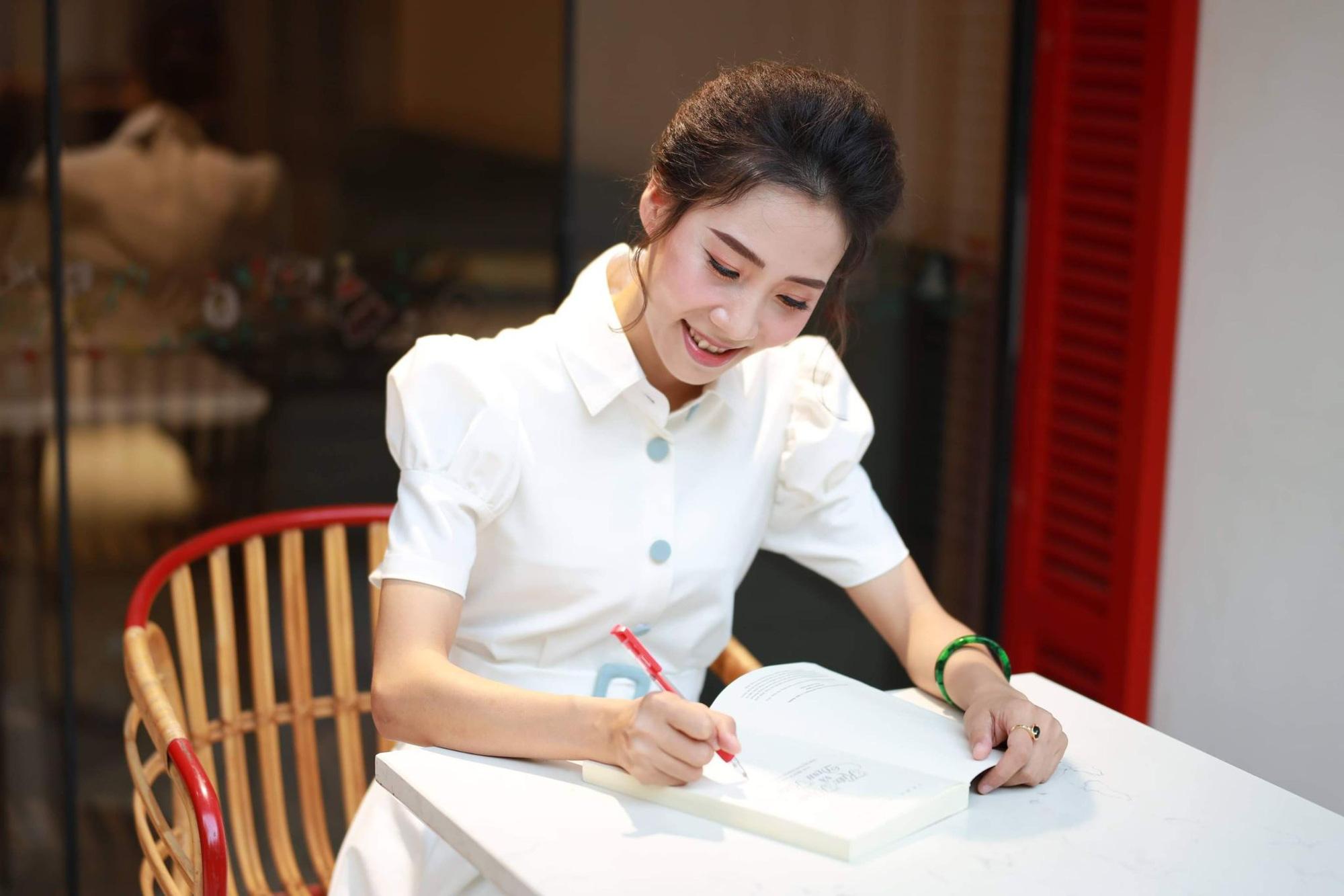 Giảng Văn online Trần Thị Thùy Dương - từ niềm đam mê môn Văn bất tận đến tình yêu dạy học trực tuyến - Ảnh 2.