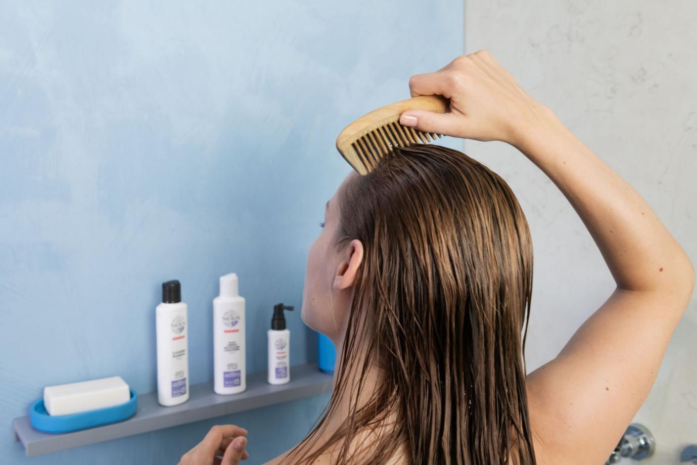 Ám ảnh đầu bết trong nắng hè: Tham khảo ngay 3 cách chăm sóc tóc này, đánh bay nỗi sợ tóc dầu - Ảnh 1.