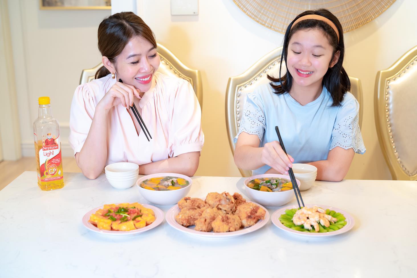 Khám phá công thức nấu ăn chuẩn LIGHT đang khiến cả Diệp Chi, Sara Lưu, Lan Phương lẫn Nguyễn Ngọc Thạch mê đắm - Ảnh 2.