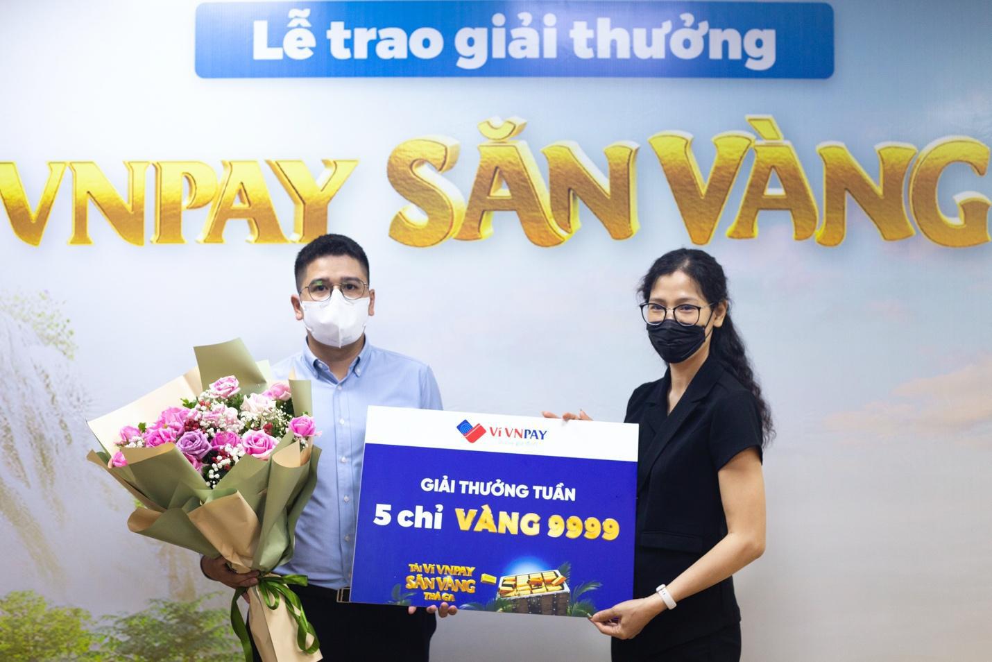 Chàng trai ngoại quốc trúng vàng 9999 nhờ thanh toán hóa đơn trực tuyến - Ảnh 3.