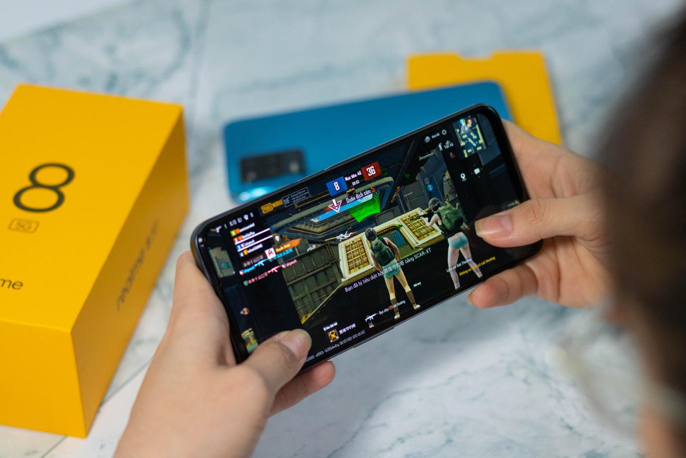 Trên tay chiếc điện thoại 5G hot nhất của realme: Xem phim cả ngày, cày game lướt web siêu nhanh, siêu khỏe! - Ảnh 3.