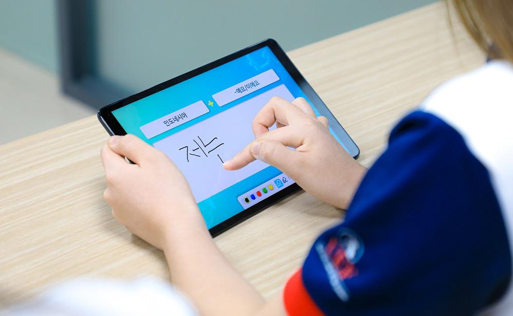 UEF có gì khiến tân sinh viên để mắt trước khi nhập học? - Ảnh 4.