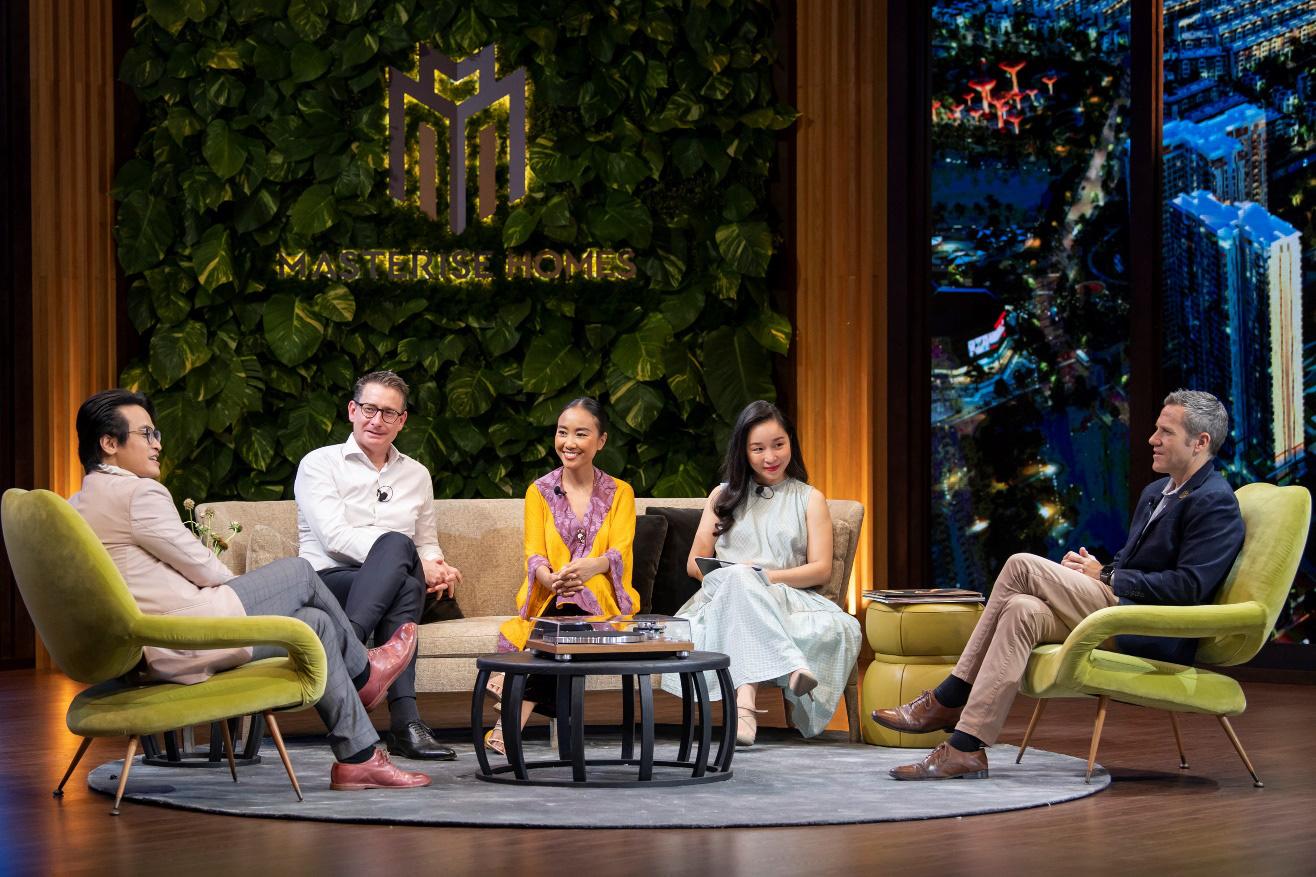 """Hà Anh Tuấn và Đoan Trang chia sẻ về cách """"sống vui khoẻ"""" trong The Master of Living Show - Ảnh 1."""