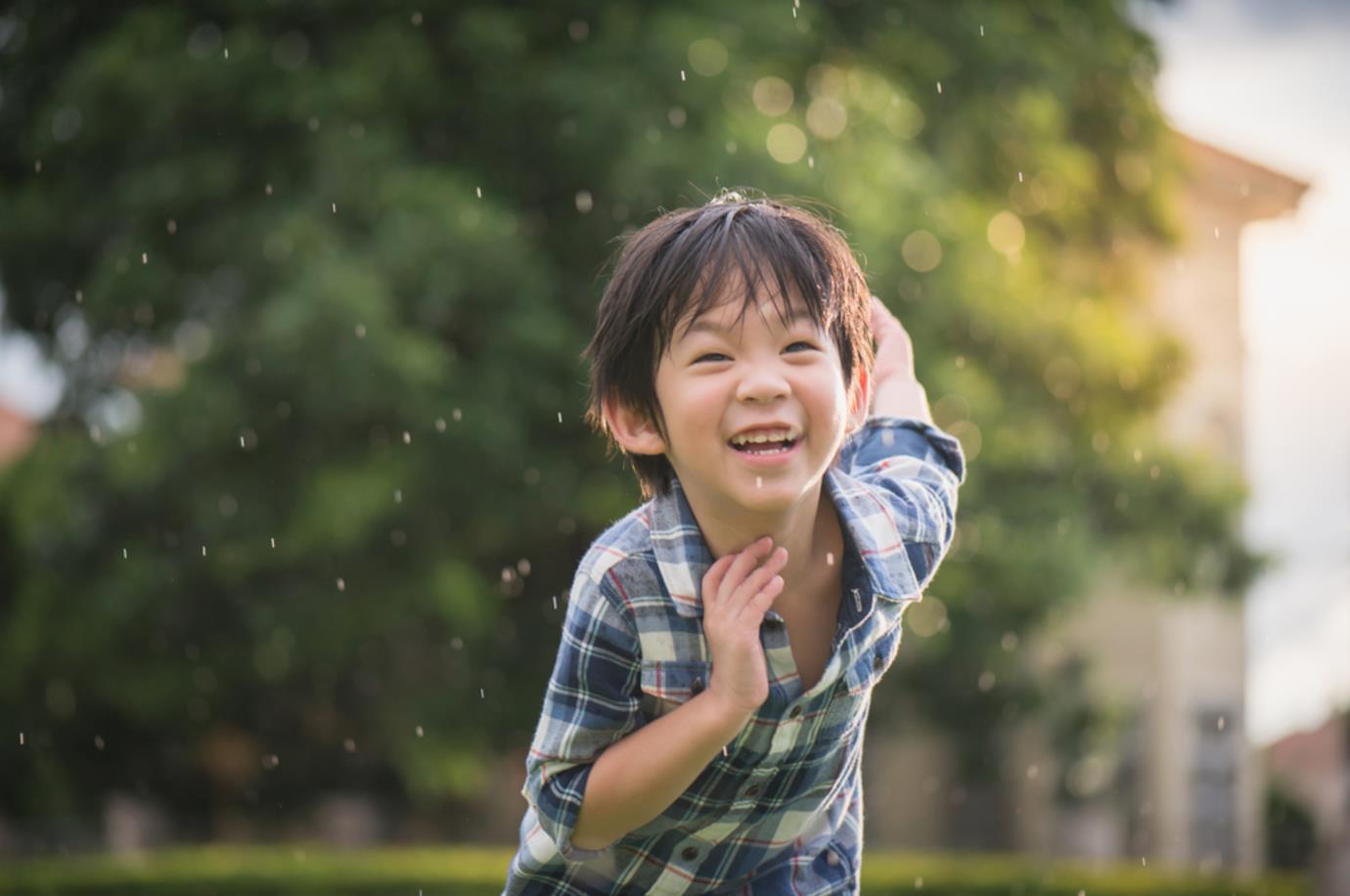 Các lưu ý giúp mẹ chọn được sữa tắm dưỡng ẩm kháng khuẩn cho trẻ trong mùa Covid-19 chuẩn kiến thức da liễu - Ảnh 1.