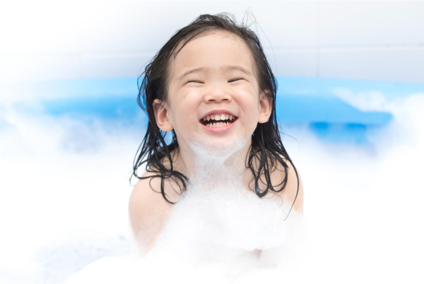 Các lưu ý giúp mẹ chọn được sữa tắm dưỡng ẩm kháng khuẩn cho trẻ trong mùa Covid-19 chuẩn kiến thức da liễu - Ảnh 2.