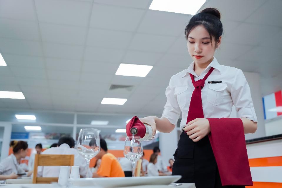 """Học kiểu """"startup"""" trong môi trường chuyên nghiệp: Phương pháp thú vị của sinh viên Quản trị nhà hàng HUTECH - Ảnh 1."""