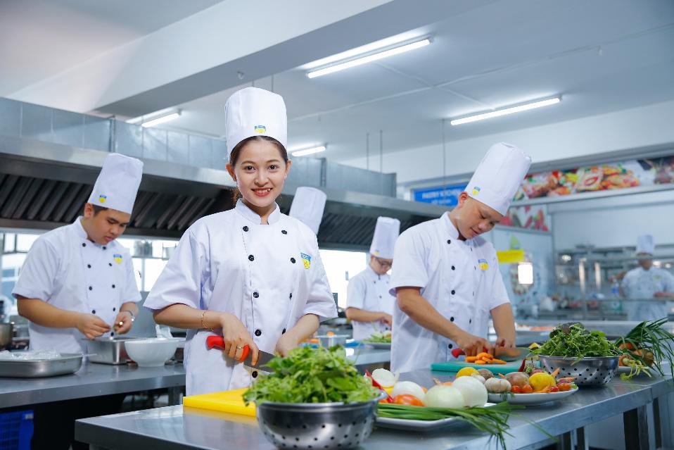 """Học kiểu """"startup"""" trong môi trường chuyên nghiệp: Phương pháp thú vị của sinh viên Quản trị nhà hàng HUTECH - Ảnh 3."""