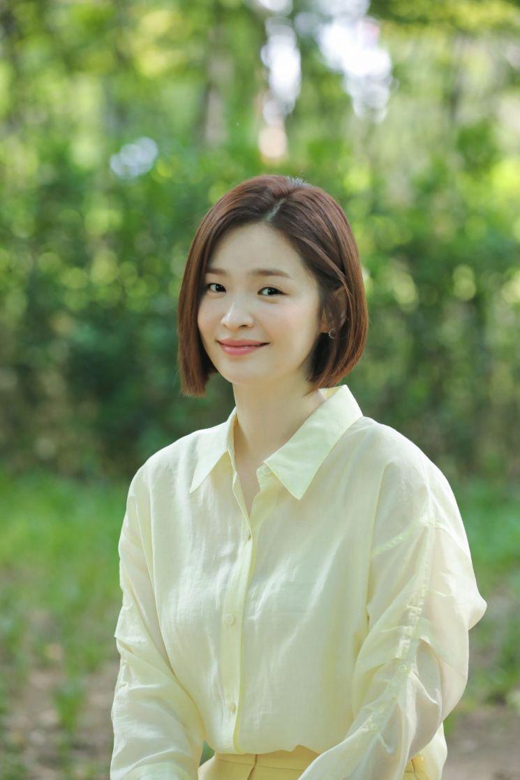 Muốn tóc vào nếp chuẩn một chín một mười như Song Hwa (Hospital Playlist), chị em tậu ngay 6 sản phẩm chỉ từ hơn 100k này - Ảnh 1.