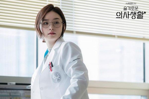 Muốn tóc vào nếp chuẩn một chín một mười như Song Hwa (Hospital Playlist), chị em tậu ngay 6 sản phẩm chỉ từ hơn 100k này - Ảnh 2.