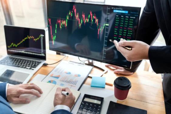 """Công ty chứng khoán """"chạy đua"""" thu hút khách hàng mới: Nhà đầu tư nên lựa chọn theo tiêu chí nào? - Ảnh 1."""
